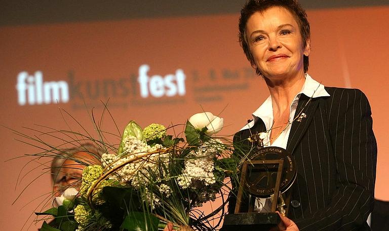 Katrin Sass mit dem Ehrenpreis des 21. FILMKUNSTFEST MV