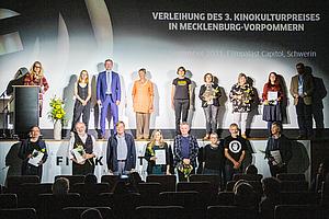 Gruppenbild Preisträger/-innen 3. Kinokulturpreis in MV - nicht-gewerbliche Spielstätten