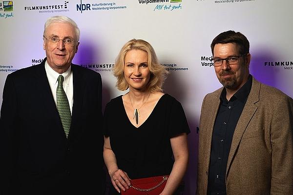 Michael Collins, Manuela Schwesig und Volker Kufahl (v.l.n.r.) © Jacob Waak, FILMLAND MV